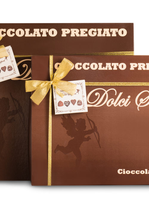 scatola di cioccolatini con il tuo bigliettino personale di auguri