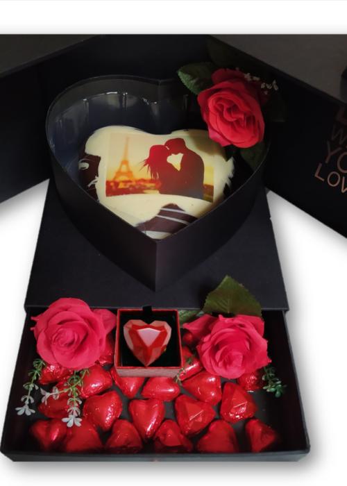 BOX LOVE CUORE gr 750  personalizzato + cuoricini + anello