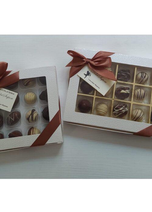 scatola di cioccolatini NUDI con il tuo bigliettino personale di auguri