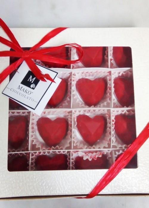 scatola di cuoricini rossi di cioccolato makò alla gianduia
