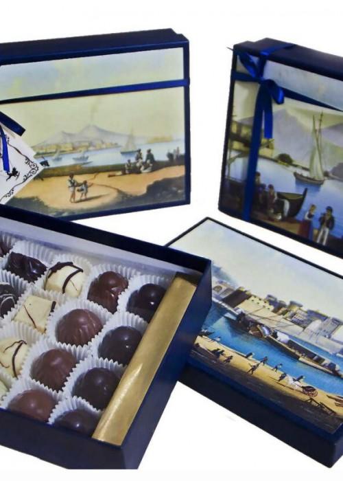 scatola di cioccolatini nudi assortiti con il tuo bigliettino personale di auguri