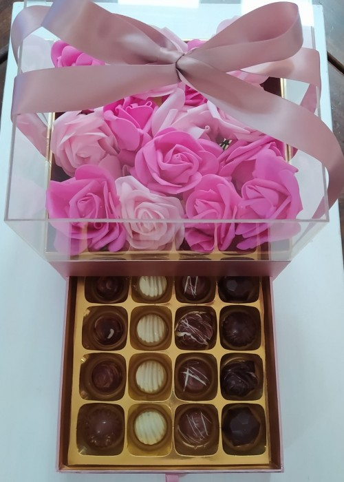 BOX FESTA della MAMMA Luxury Cuore Diamante gr 600 personalizzato + 16 praline rosa gold